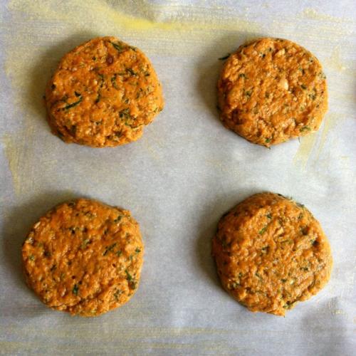 Salmon Cakes & Tartar Sauce